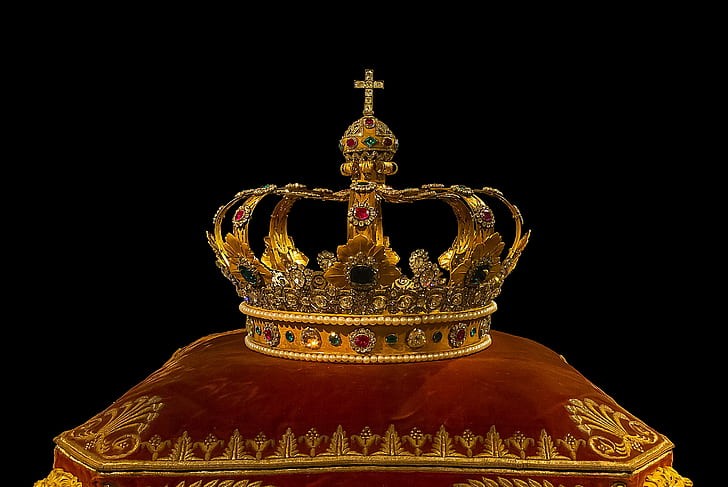 gold-colored crown