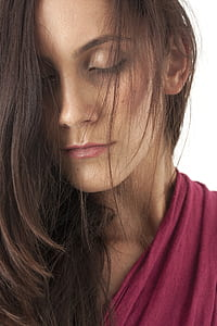 women's maroon top