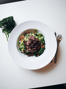 Green salad with beef steak cuts
