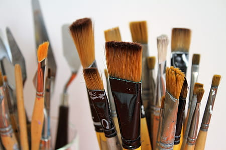 close up photography of paint brushes
