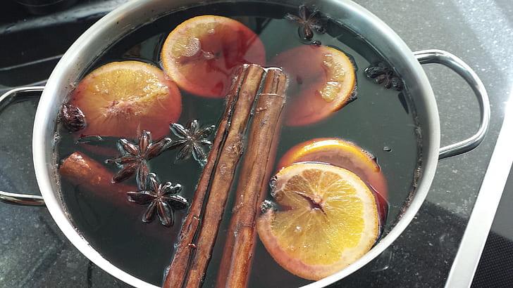 lemon in stock pot