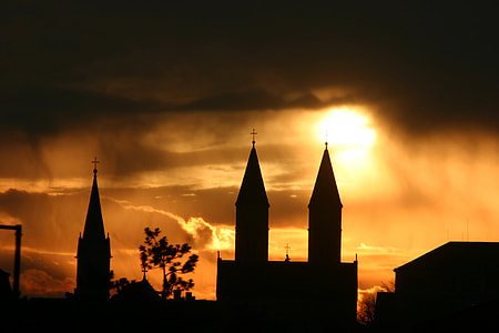 silhouette of buildings photo