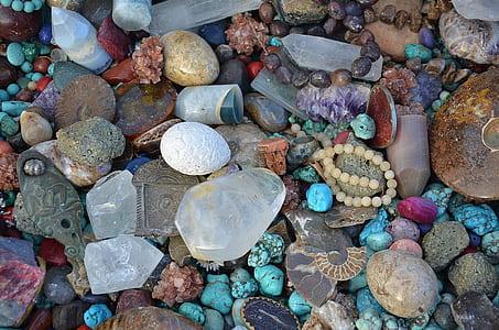 assorted stone fragmenst