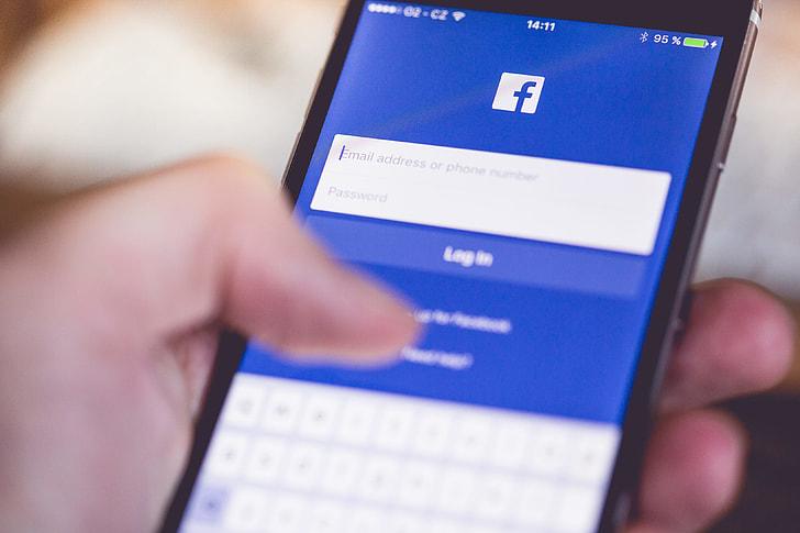 Facebook App Login Splash Screen on iPhone