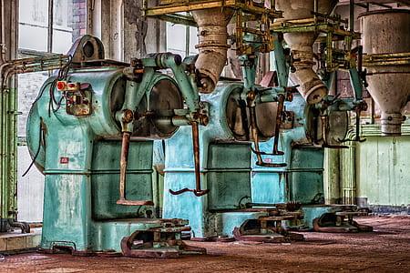 green and gray machine