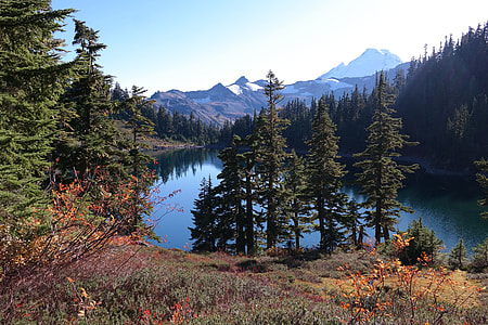 mountain near the lake