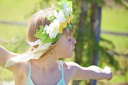 girl wearing teal tank top at daytime