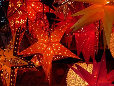 red star hanging lanterns